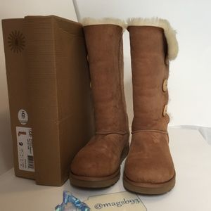 UGG Bailey Button Triplet Boot Chestnut Size 9
